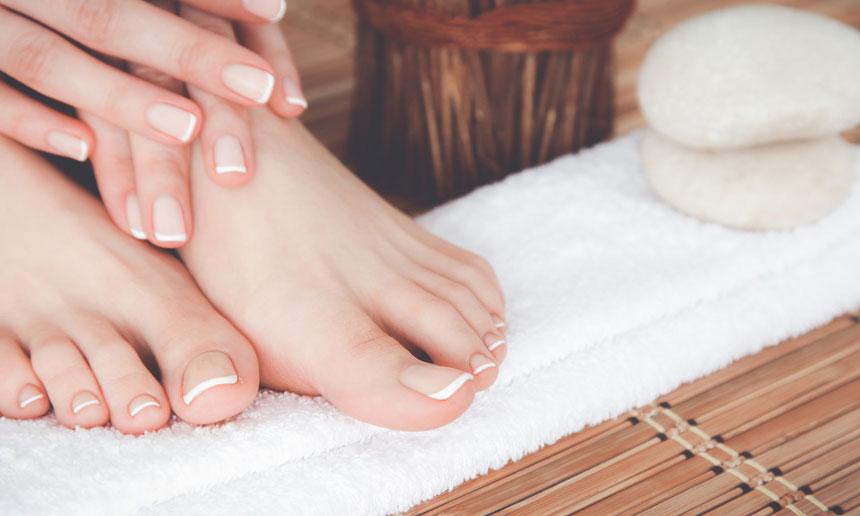 Gepflegte Hände und Füße, perfekt manikürte Nägel