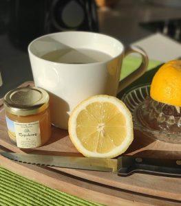 Apfelessigtrunk - Warmes Wasser, Apfelessig, Zitronensaft und Honig